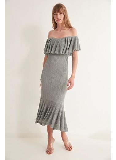 Join Us Simli Volanlı Arkası Çapraz Bantlı Astarlı Elbise  Gri